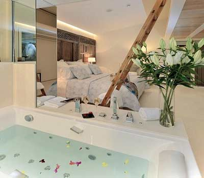 Fotos de las habitaciones con jacuzzi de CALMA HOLIDAY VILLAS